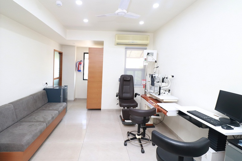 cataract surgery hospital in satellite